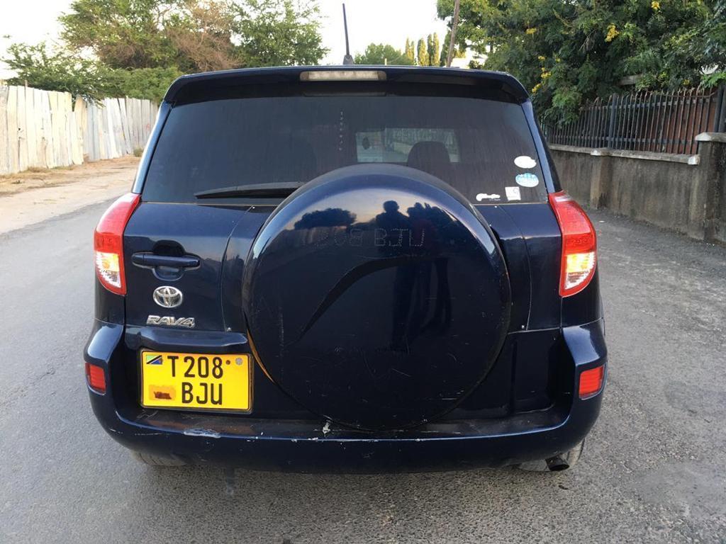 Nauza Toyota Rav 4 new model bei ya Faster!!!